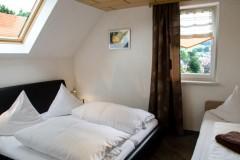 ferienwohnung-schanzenblick-schlafzimmer-3-personen-thueringer-wald-brotterode-rennsteig-pfefferstuebchen