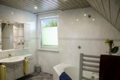 fewo-pfefferstuebchen-brotterode-pension-badezimmer-badewanne-dusche