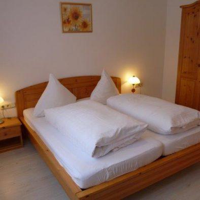 Schlafzimmer-Ferienwohnung-EG.jpg